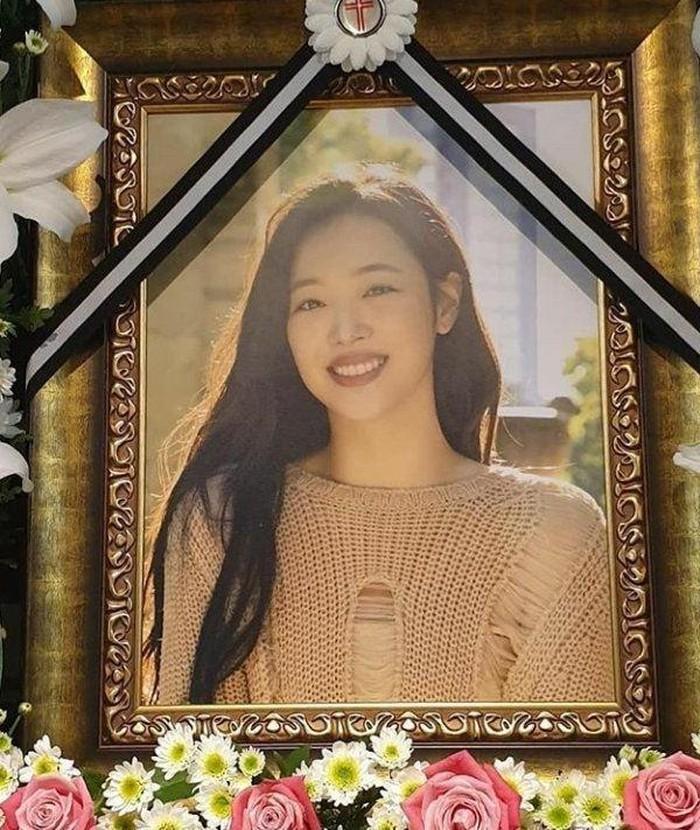 Suli đã tử tự tại nhà riêng vào ngày 14/10/2019.