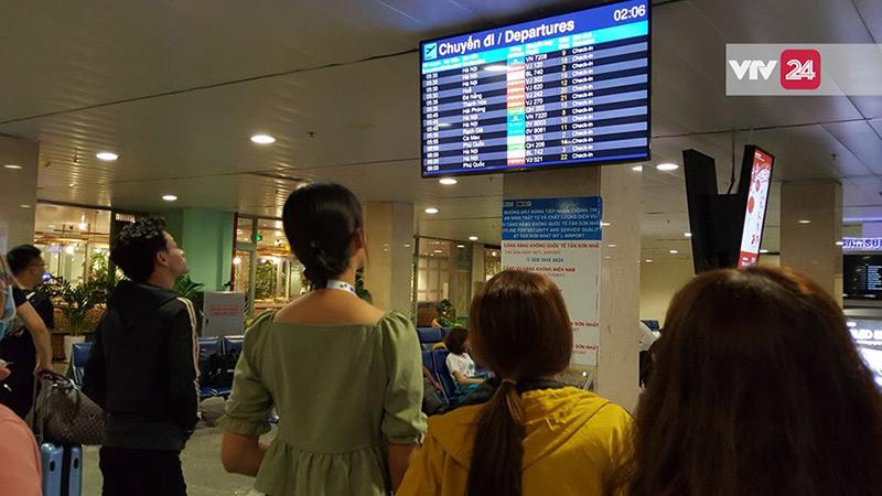 Nhiều chuyến bay liên tục bị delay khiến hành khách sốt ruột không yên.