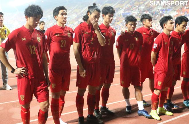 Các cầu thủ U23 Thái Lan ngậm ngùi ra về trong tiếc nuối.