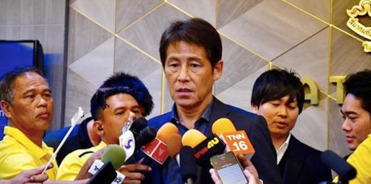 HLV Thái Lan bất ngờ nhắc đến Việt Nam sau trận thua ở tứ kết.