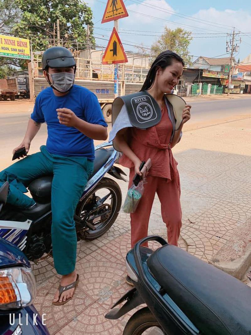 Vợ đi làm tóc ăn Tết được chồng mua trà sữa và đem tiền 'tiếp tế' tận nơi: Phụ nữ hơn nhau ở tấm chồng 1