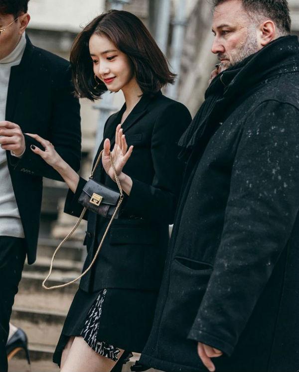 Đầu năm 2019, Yoona đã gây sốt khi xuất hiện quá đẹp, quá sang chảnh tại Paris Fashion Week 2018