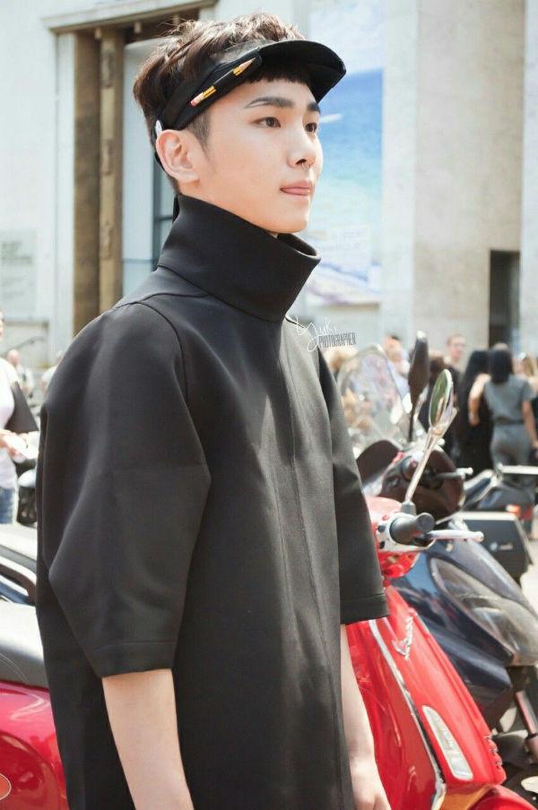 Key và những bộ cánh ấn tượng tại Paris Fashion Week 2016