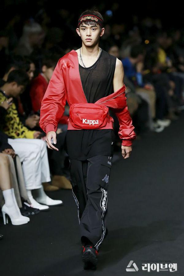 Lucas từng có cơ hội catwalk trong Seoul Fashion Week 2018