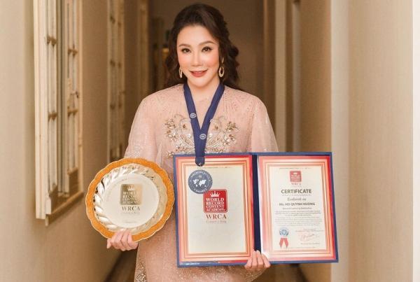 Hồ Quỳnh Hương nhận được giải thưởng danh giá