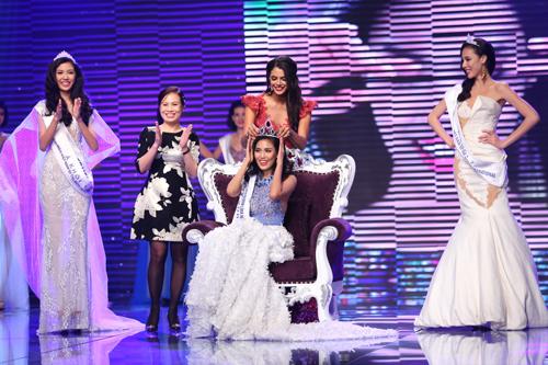 Lan Khuê giành được vương miện của Hoa khôi áo dài Việt Nam