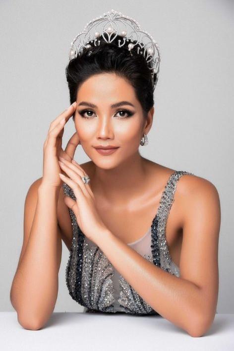 H'hen Niê sinh ra và lớn lên tại Đắk Lắk, cô là người dân tộc thiểu số đầu tiên đạt được danh hiệu Hoa hậu hoàn vũ Việt Nam.