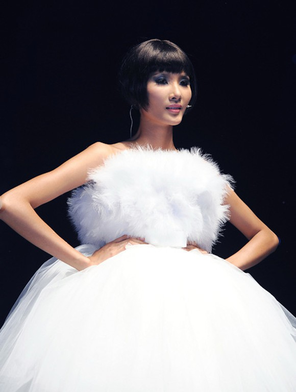 Hoàng Thùy tại chung kết Vietnam Nextop Model 2011