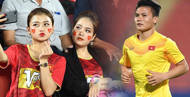 Huyền My bất ngờ có mặt để cổ vũ Quang Hải trận cuối vòng bảng D - VCK U23 Châu Á.