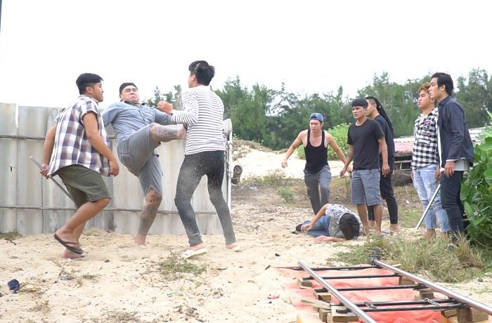 Bạn trai Sĩ Thanh vàQuách Ngọc Tuyên đánh nhau tranh giành gái đẹp 0