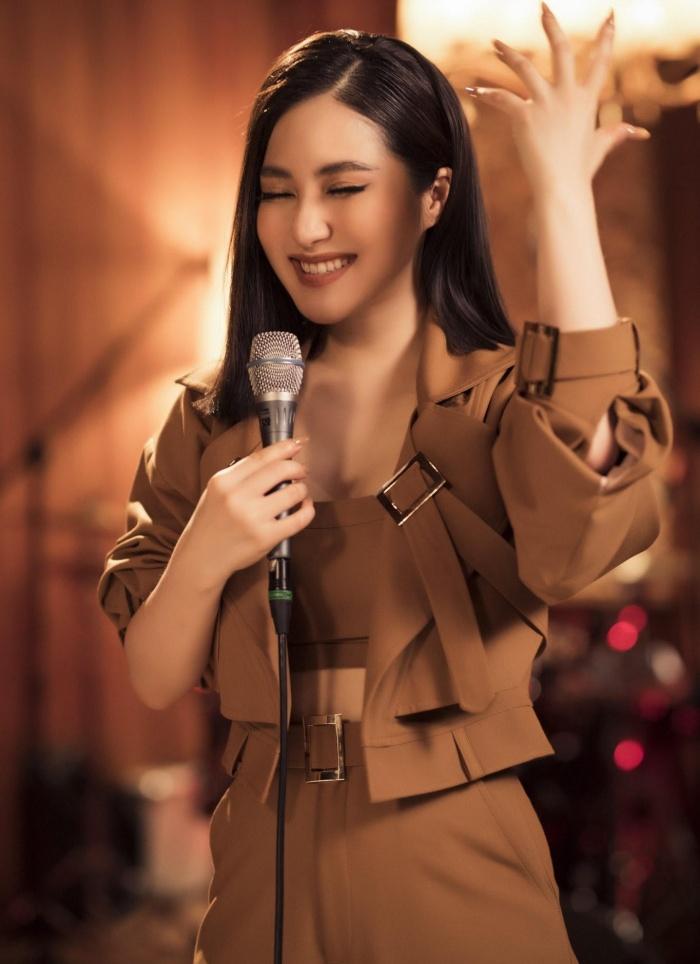 Đi du học, Hương Tràm vẫn tranh thủ làm mới lại bản hit 'Ra là em đâu quá mong manh' 1
