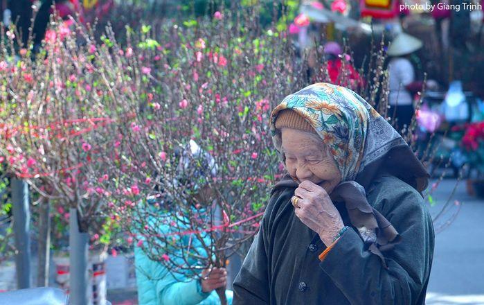 ...đến e ấp của bà cụ khiến nhiều người cảm thấy ấm áp.