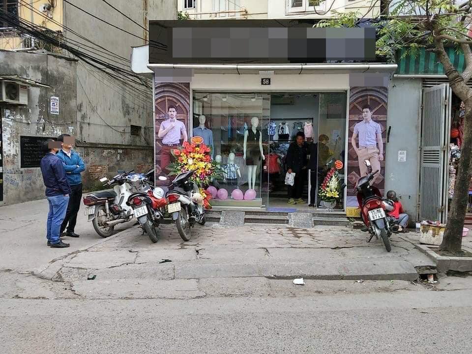 Phố Nguyễn Đổng Chi (quận Nam Từ Liêm, Hà Nội), trong ảnh là cửa hàng nơi xảy ra sự việc.