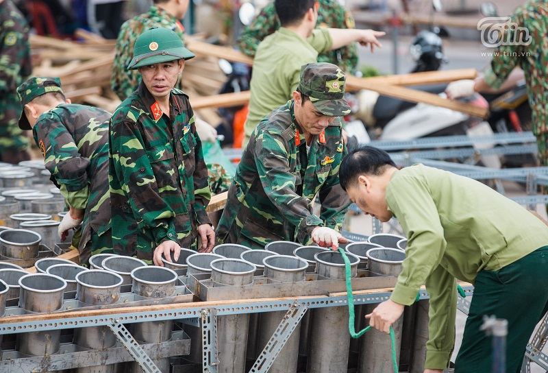Ngày 29 Tết (23/1), các địa điểm bắn pháo hoa thuộc địa phận Hà Nộiđã được lắp đặt, gia công kiên cố để chuẩn bị cho công tác đón chào năm mới.