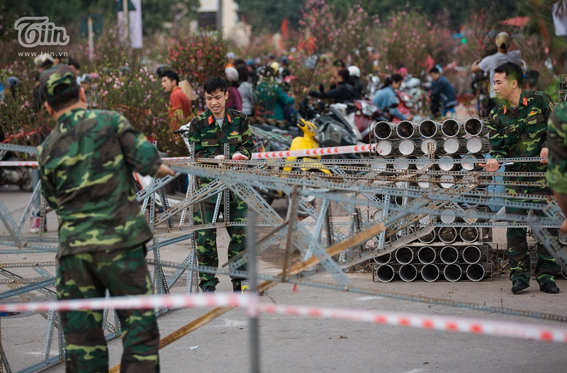 Hành lang xung quanh trận địa cũng được lắp đặt kiên cố.Kinh phí bắn pháo hoa từ nguồn xã hội hóa.