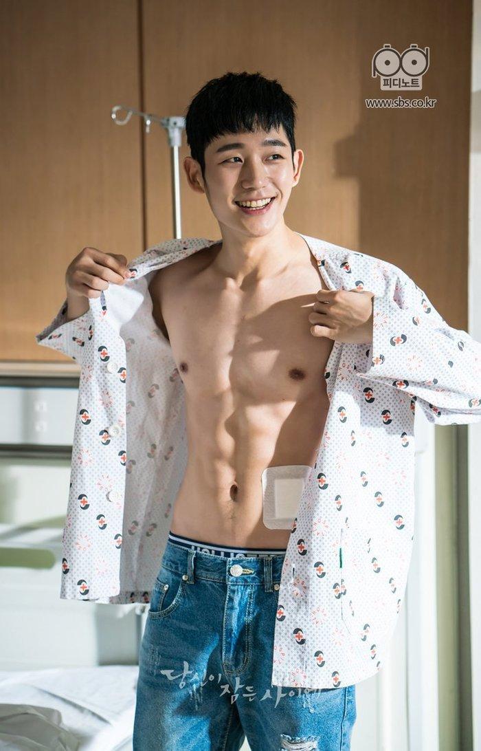 Jung Hae In - chàng trai có nụ cười tỏa sáng nhất Hàn Quốc, ngày càng thành công nhưng 3 phim gần đây chỉ có 1 kiểu nhân vật 10