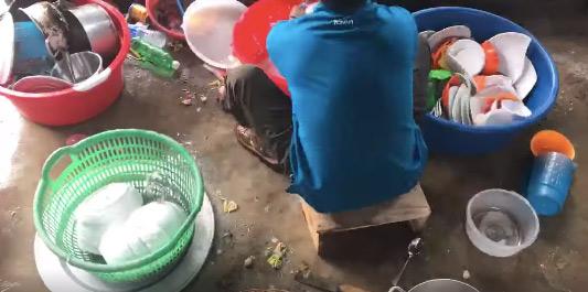Hình phạt thích đáng cho thanh niên 'già đầu' không chịu có người yêu: Rửa cả chục mâm bát đĩa ngập mặt ngày Tết 0
