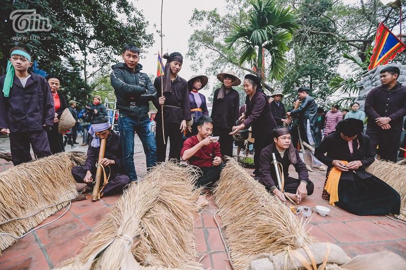 Độc đáo lễ hội trâu rơm bò rạ mùng 4 Tết, trai làng giả gái xuống đồng gieo hạt đầu năm 7