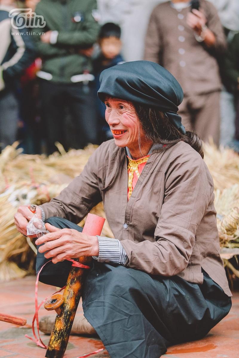 Độc đáo lễ hội trâu rơm bò rạ mùng 4 Tết, trai làng giả gái xuống đồng gieo hạt đầu năm 9