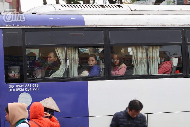 Bến xe Giáp Bát sau Tết: Người dân tứ xứ 'tay xách nách mang', Thủ đô trở lại với nhịp sống tấp nập 4