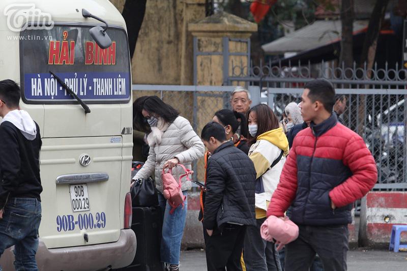 Bến xe Giáp Bát sau Tết: Người dân tứ xứ 'tay xách nách mang', Thủ đô trở lại với nhịp sống tấp nập 6