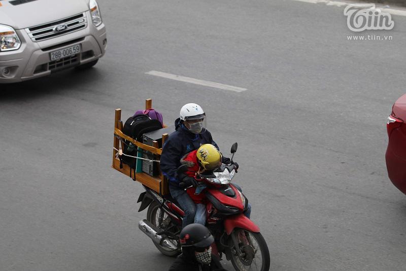 Bến xe Giáp Bát sau Tết: Người dân tứ xứ 'tay xách nách mang', Thủ đô trở lại với nhịp sống tấp nập 16