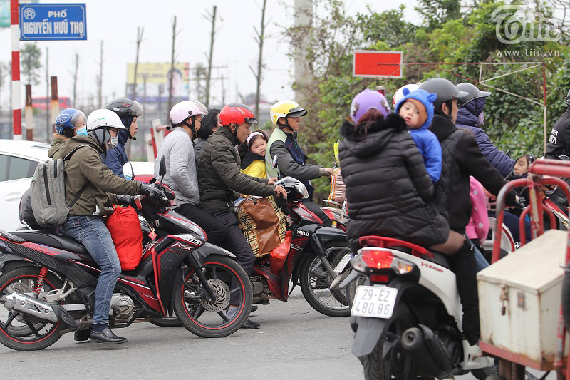 Bến xe Giáp Bát sau Tết: Người dân tứ xứ 'tay xách nách mang', Thủ đô trở lại với nhịp sống tấp nập 21