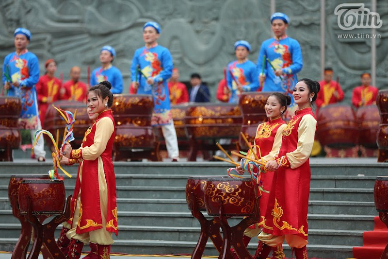 Lễ hội gò Đống Đa: Hàng nghìn du khách tế lễ, dâng hương 11