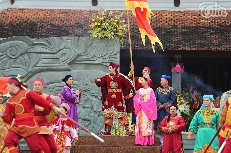 Lễ hội gò Đống Đa: Hàng nghìn du khách tế lễ, dâng hương 13