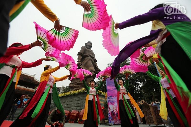 Lễ hội gò Đống Đa: Hàng nghìn du khách tế lễ, dâng hương 24