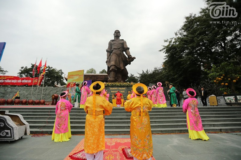 Lễ hội gò Đống Đa: Hàng nghìn du khách tế lễ, dâng hương 4