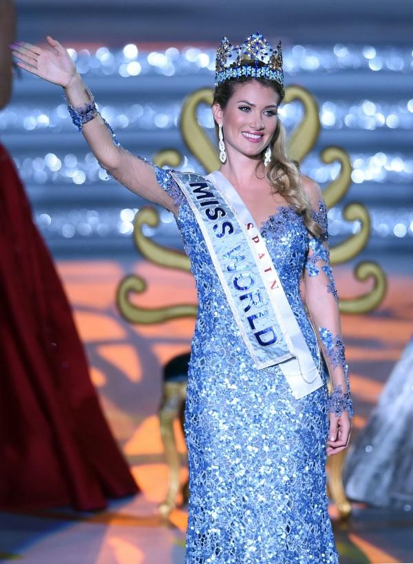 Mireia Lalaguna vốn là một người mẫu chuyên nghiệp tại Tây Ban Nha với chiều cao 1.77m.