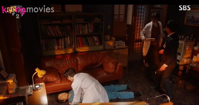 ... Bác sĩ Kim bất ngờ ngất xỉu tại phòng làm việc là những diễn biến đáng chú ý của tập 10Người thầy y đức 2