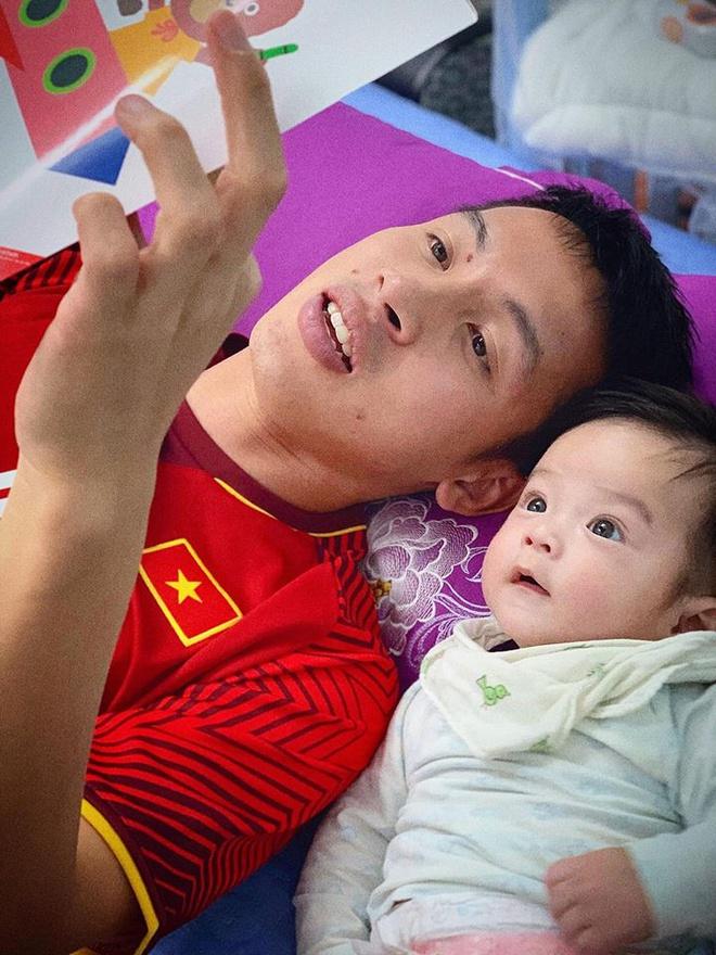 Dàn cầu thủ Việt trong mùa dịch Corona: Minh Vương tặng khẩu trang cho người dân, Tiến Linh nhắc nhở fans cẩn thận 3