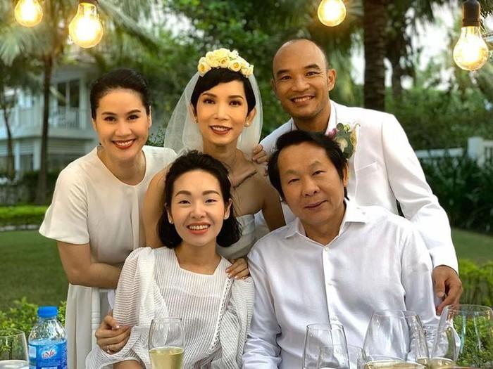 Những cuộc hôn nhân siêu ngắn hạn đầy nuối tiếc của sao Việt: Người kéo dài 1 năm, kẻ vỏn vẹn 7 ngày 16