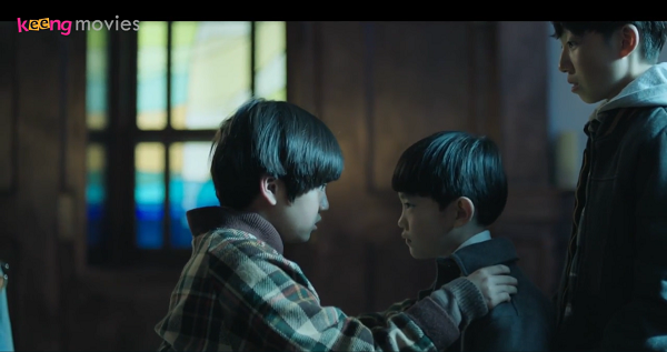 Hyeon U và Kim Tae Pyung gặp nhau lần đầu tại nhà trẻ Hy Vọng.