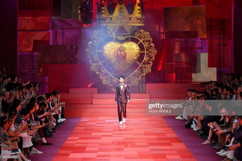 Sao nam Hoa ngữ đi catwalk: Ngô Diệc Phàm, Vương Tuấn Khải quá đỉnh nhưng chưa 'gây sốt' bằng nhân vật này 2