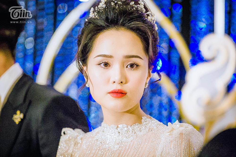 Sau lần 'trang điểm sương sương' tai hại, thợ make-up đã sửa sai giúp Quỳnh Anh trở thành công chúa thật sự 17
