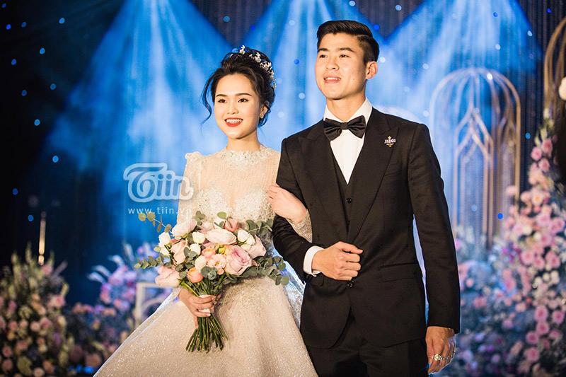 Đám cưới chỉ là bước dạo đầu cho chuỗi ngày hạnh phúc của cặp đôi. Duy Mạnh xúc động chia sẻ rằng, anh sẽ cố gắng làm tốt vai trò một người chồng, người cha trong tương lai.