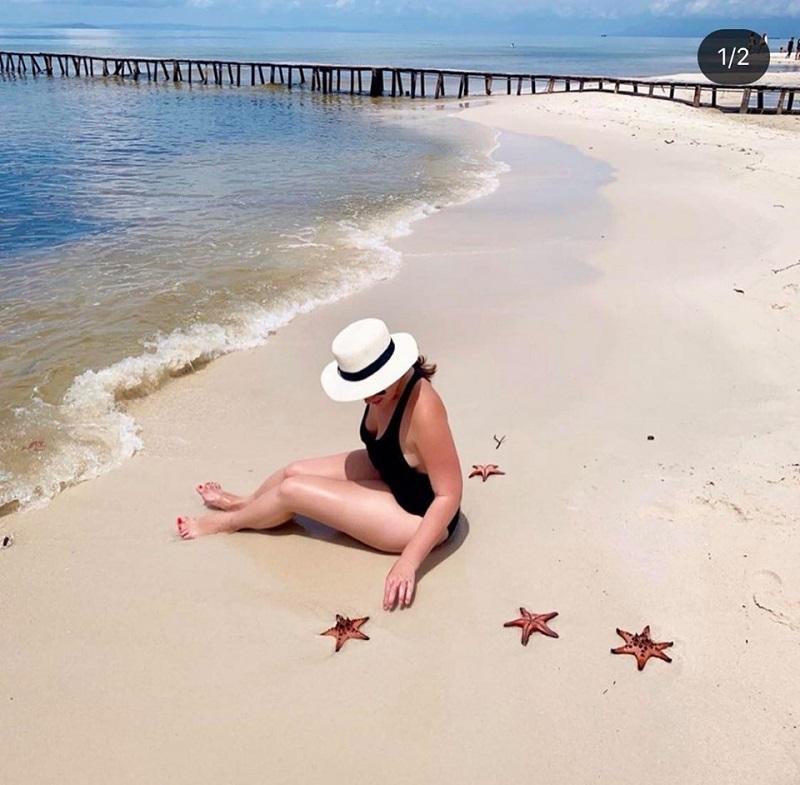 Các du khách nước ngoài cũng thích thú với vương quốc sao biển(Ảnh: @chloeannabel17)
