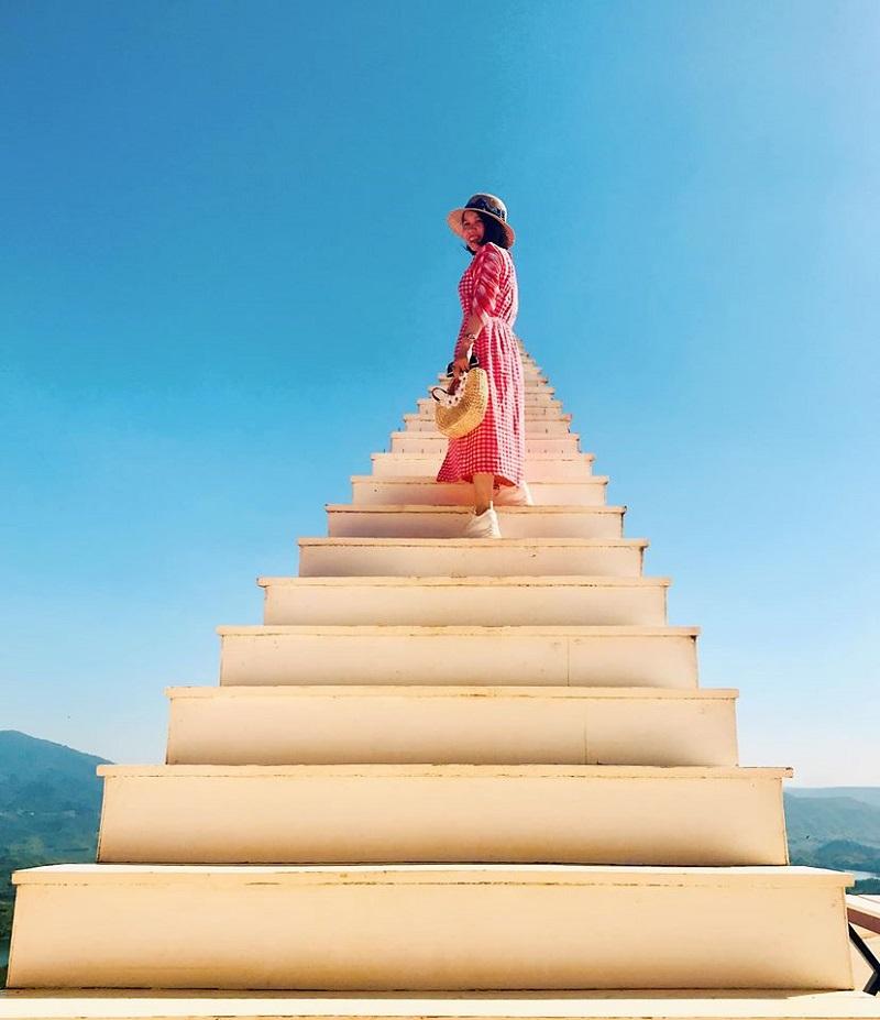 Nấc thang lên thiên đường 'ảo diệu' không kém cạnh ở Đà Lạt