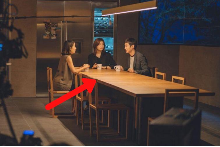 Đạo diễn Bong Joon Ho tiết lộ chi phí nội thất đắt đỏ được sử dụng trong Parasite 7