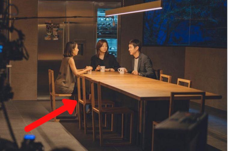 Đạo diễn Bong Joon Ho tiết lộ chi phí nội thất đắt đỏ được sử dụng trong Parasite 8