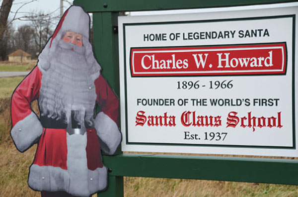 TrườngCharles W. Howard Santa Claus ở bang Michigan là nơi chuyên đào tạo những ông già Noel tốt nhất.