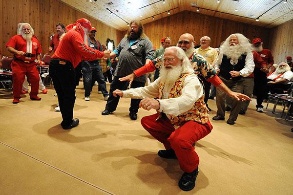 Học viên ở đây được trang bị nhiều kỹ năng đểtrở thành những ông già Noel chuyên nghiệp, thân thiện.
