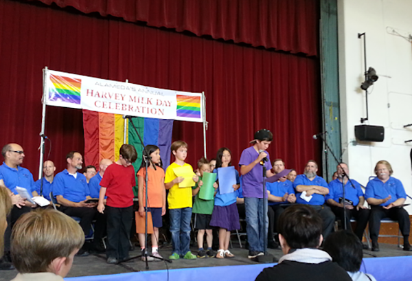 Học sinh của trường hầu hết là những người đồng tính, lưỡng tính và chuyển giới.