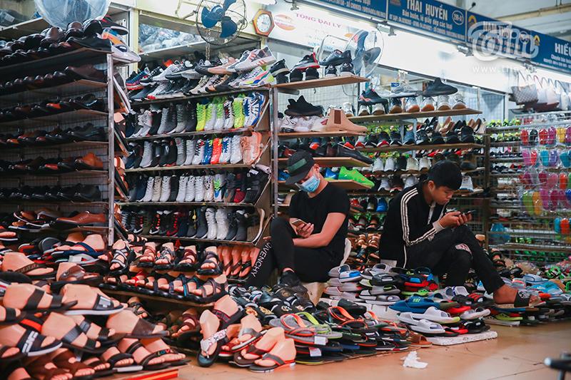 Cảnh tượng chưa từng thấy: Chợ buôn lớn nhất Hà Nội 'vắng như chùa Bà Đanh' mùa dịch 7