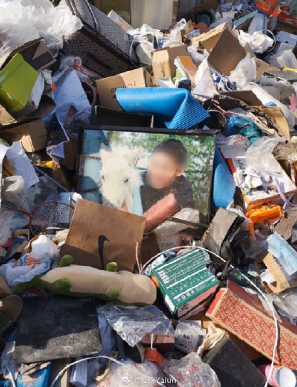 Dùng KTX làm khu vực cách ly Corona, nhà trường tự ý vứt đồ đạc của sinh viên không thông báo bị phản ứng dữ dội 3