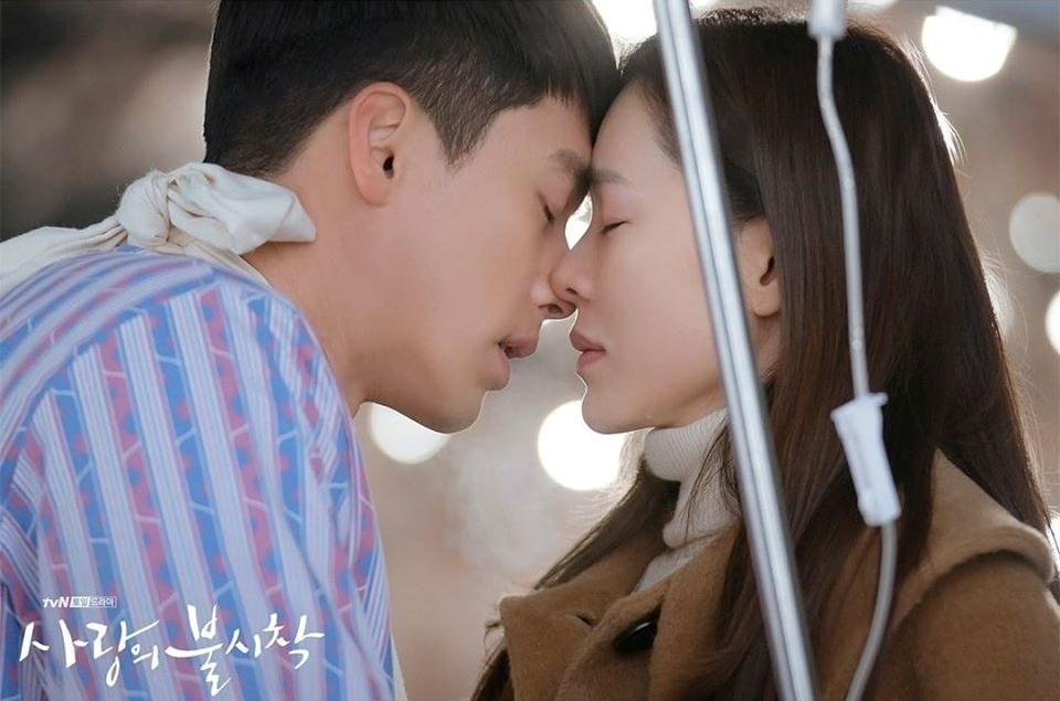 Jeong Hyuk từng bị thương trúng đạn vì cứu Se Ri.