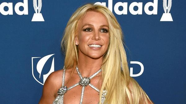 Một trong những nguyên nhân khiến Britney Spears có những hành vi bất ổn vào năm 2007 là cuộc hôn nhân thất bại với vũ công Kevin Federline. Nhanh chóng yêu, nhanh chóng cưới, Britney Spears dần nhận ra cuộc đời cô không dành cho Kevin Federline. Dù đã có với nhau hai người con, nhưng cuộc hôn nhân của Britney và anh chàng vũ công tham lam vẫn không thể cứu vãn. Hậu ly hôn, Britney bị mất quyền nuôi con khiến cô càng trở nên giận dữ. Hiện tại, nữ ca sĩ đã lấy lại được bình ổn và sống vui vẻ dù không được ở bên các con thường xuyên.